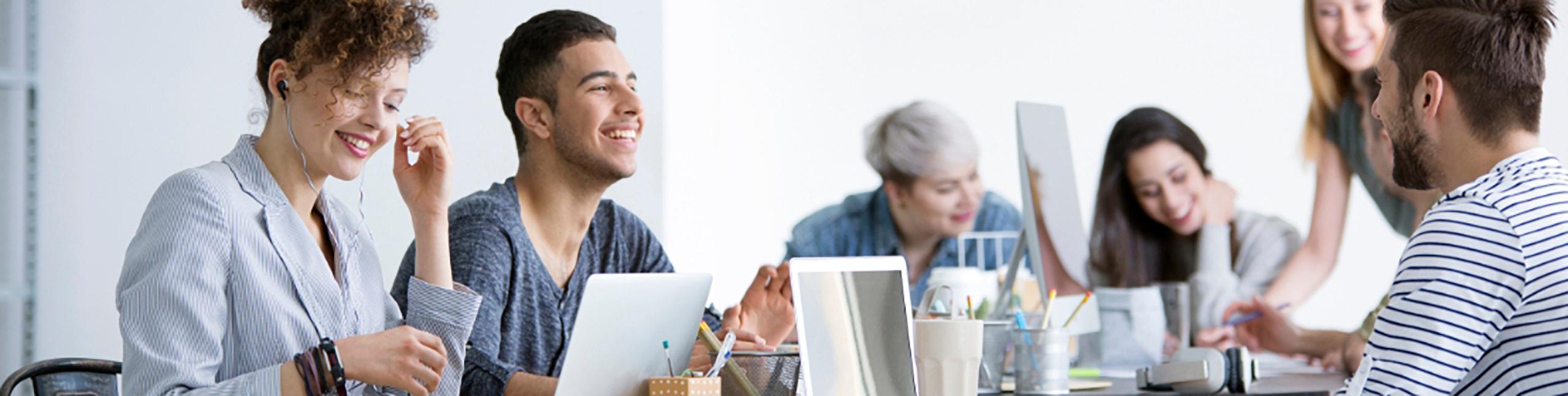 Positiva relationer mellan leende samarbetspartners